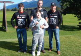 Wolfgang Dabernig und Michael Kurz unterstützen Nico aus Jenig im Gailtal